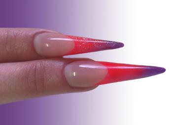 Gótikus mandula köröm díszítése Crystal Magic porral
