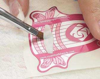 A masni alapját 12-es Giga Pigment porcelán porból lapítjuk és hajtogatjuk 3D-s porcelánecsettel.