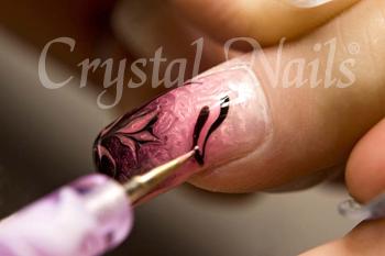 Az oldalnézetű pillangó készítéséhez a szárny három fővonalát meghúzzuk (2 Black Pink, 1 Pink Dream).