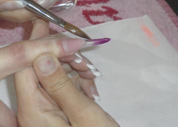 Szabadszél csúcsát 81-es lila porral (Körömhajón bemutatkozó új szín) eldolgozom a mosolyvonal felé